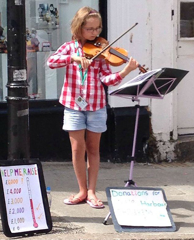 Madison Glinski street busking charity UK