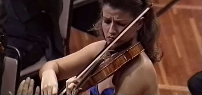 Anne Sophie Mutter Violinist 1989 Cover