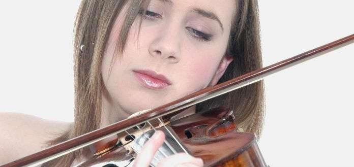 Chloe Hanslip Violinist Cover